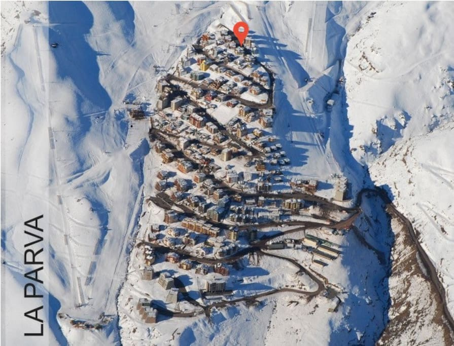 Located on the highest street. Ski in/out from both sides of the mountain.