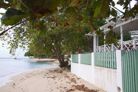 Charming 2 Bdrm House on Fantastic Beach - Reeds Bay