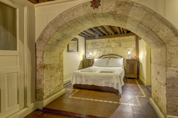 HISTORICAL STONE HOUSES - ROOM 2