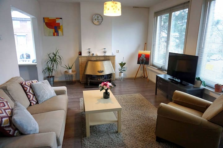 Sunny Home in suburb of Amsterdam, 20 min. centrum