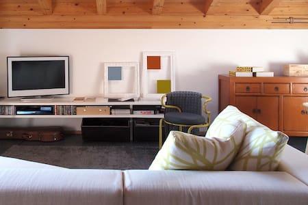 modern design attic - Capiago Intimiano - 公寓