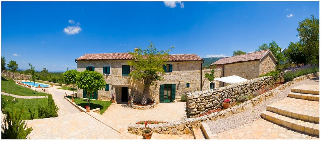 Amazing 5* Rural Stone Villa - Trbounje