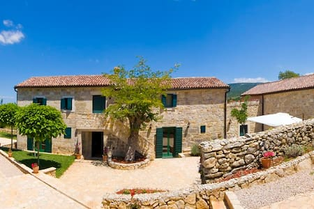 Amazing 5* Rural Stone Villa - Trbounje - Villa