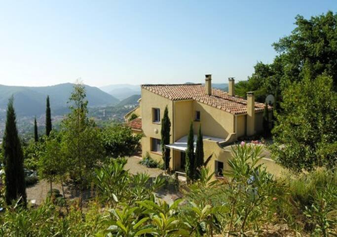 Villa dans parc méditerranéen avec superbe vue - Lodève - Villa