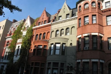 Peaceful stay in typical Upper West Side brownstone near Central Park.