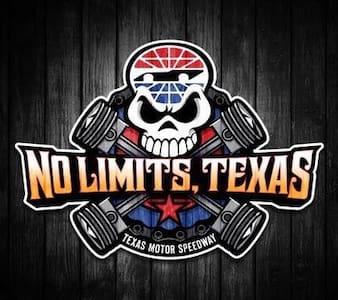 Texas Motor Speedway & Fort Worth Getaway - Justin - 独立屋
