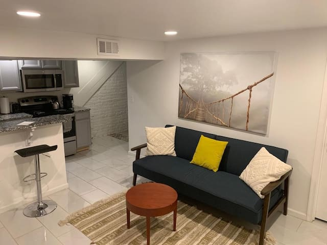 Centrally located Columbia Heights/Park View apt