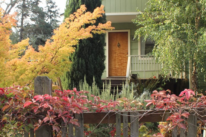 Cozy one-bedroom home in North Seattle