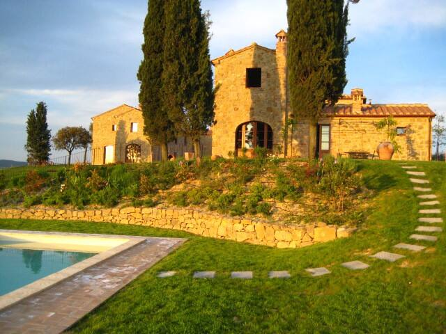 Tuscany retreat with shared pool - San Giovanni