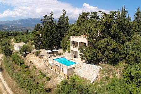 Located in a Private Forest, close to the beach! - Georgioupoli - 別墅