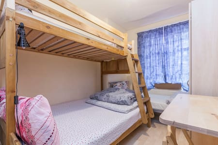 Private Room Zone 1 near Tube for 4