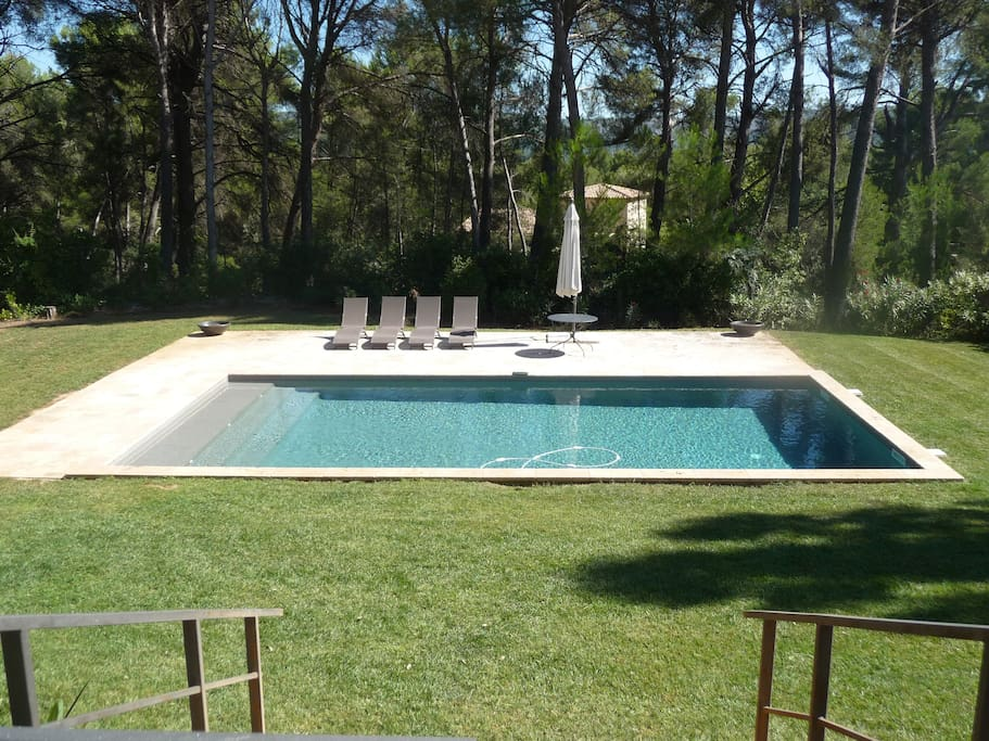 belle villa moderne avec piscine houses for rent in aubagne provence alpes c te d 39 azur france. Black Bedroom Furniture Sets. Home Design Ideas