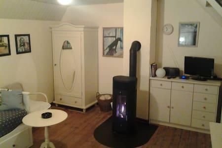 Schönes Zimmer mitten in Kerpen - Kerpen - Apartamento