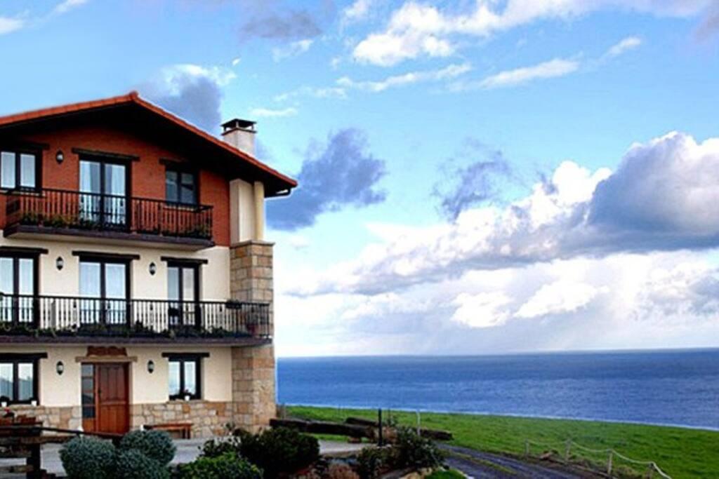 Ubicación de la casa al lado del mar...