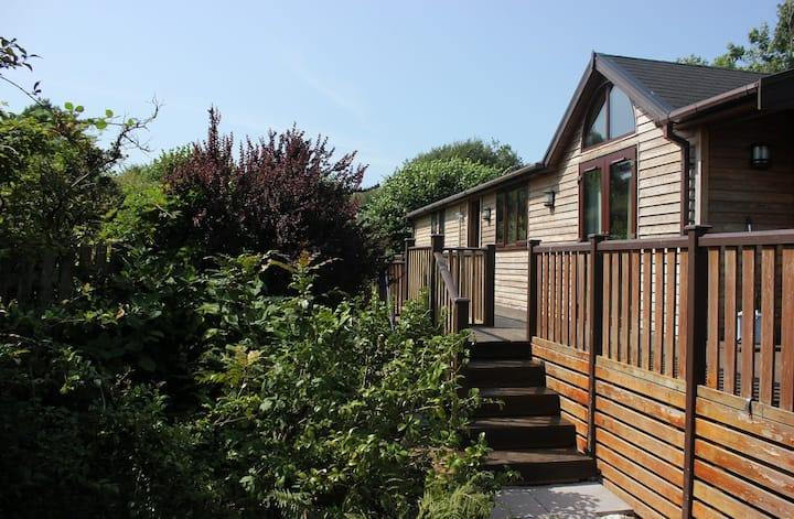 Apple Tree Lodge with private garden and hot tub