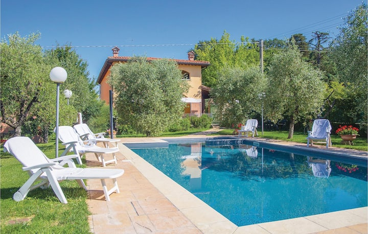 Stunning home in Arezzo AR with WiFi and 8 Bedrooms