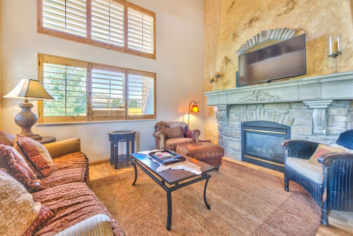 Luxury Townhome with Home Theater - Eden - Casa adossada