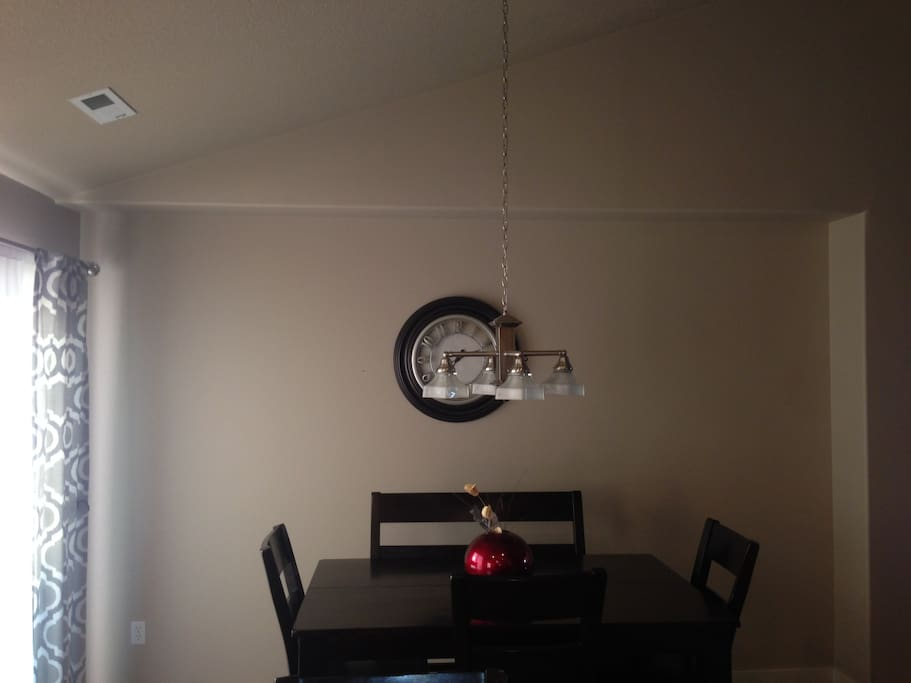 Expandable table in the dining room.
