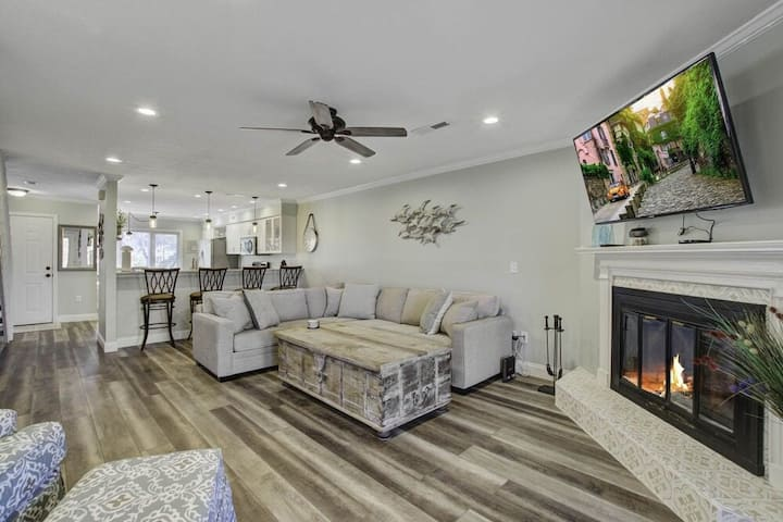 Marshfront condo w/ amazing views, two porches, laundry & shared pool!