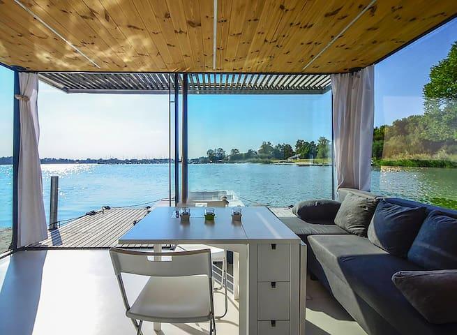 Dom na wodzie HT2 z sauną, kominkiem i motorówką - Mielno