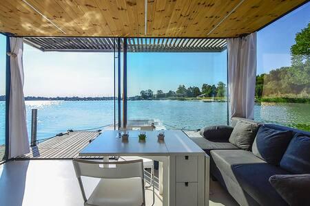 Dom na wodzie HT2 z sauną, kominkiem i motorówką - Mielno - Domek gościnny
