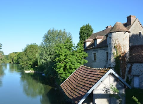 Waterfront Priory,Marnay s/Seine(Maison2ch)