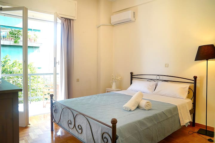 70m2 apartment 4 mins from Athens central station!