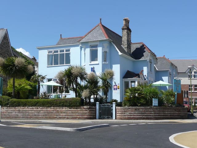 Lovely villa by the sea near Bournemouth center
