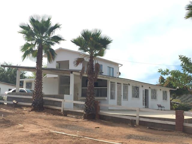Ranch home in heart of Wine Route/ Ruta del Vino - Valle de Guadalupe - Huis