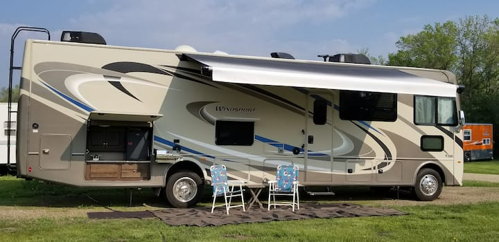 2018 RV sleeps 6 in 55+ Mesa Spirit RV Resort