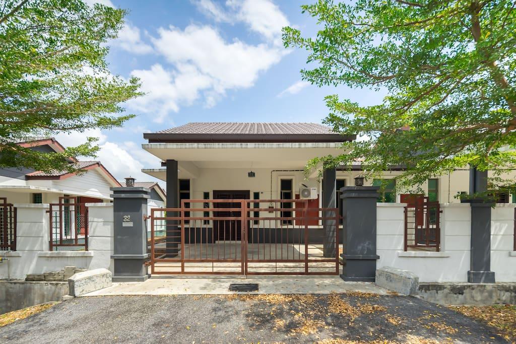 Desa Cheng Homestay, Melaka terletak di Taman Desa Cheng Perdana 1.