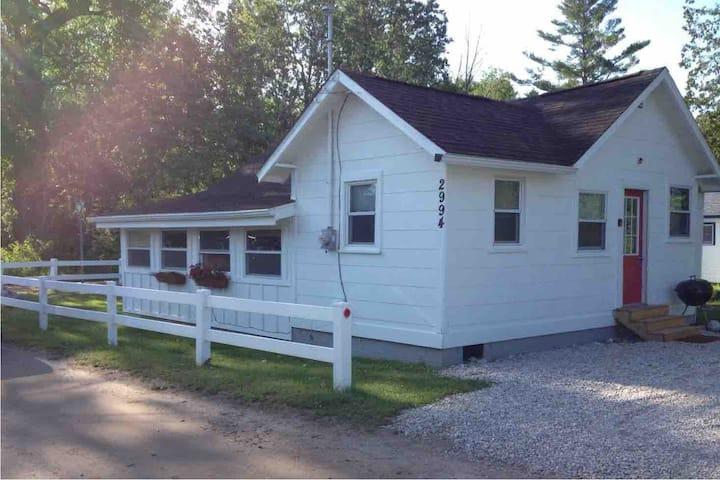 Newly renovated lake cabin near Big Platte Lake!!