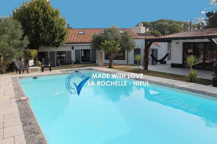 Two charming houses with swimming pool  16 pers