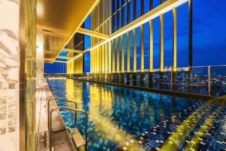 Sky Pool/Exclusive 1BR@Park 24 Condominium