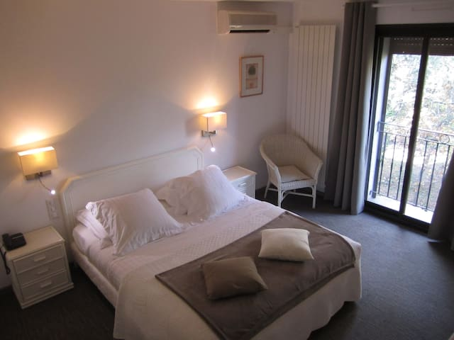 Belle chambre au calme pour 2 personnes - Flassans-sur-Issole - Bed & Breakfast