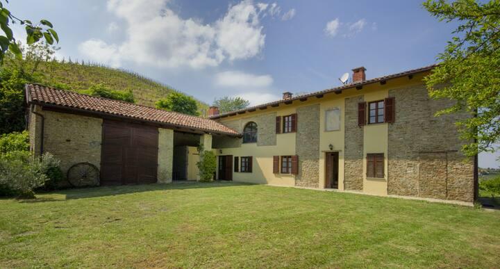 Casa con vista a Santo Stefano Belbo