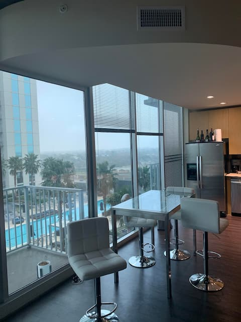 Entire High Rise Apt -Central Houston 1 Bed 1 Bath