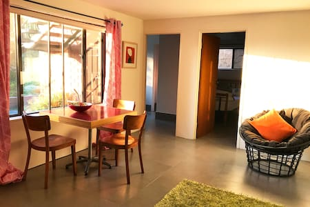 Spacious private granny flat in our creative home