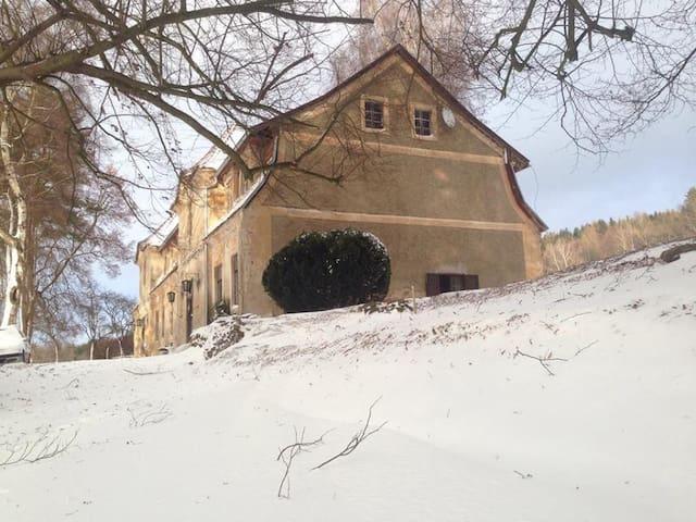 Pastoral, rustic, little summer castle - Běleč - Kasteel