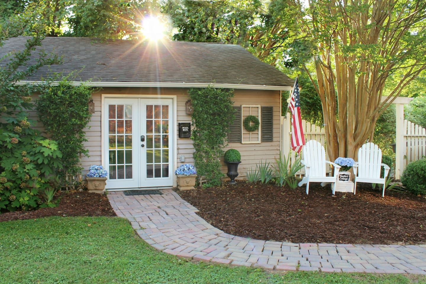 Welcome to the Bluebird Cottage! The name is inspired by the famous Bluebird Cafe in Nashville where so many country music stars have been discovered...and of course because of the bluebirds that are always bathing in our birdbath...
