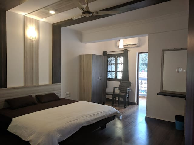 3 Stories Baga-Room304/rooftop bar/pool