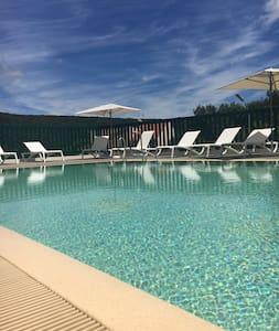 Hôtel  avec piscine  au coeur d'une pinède ***