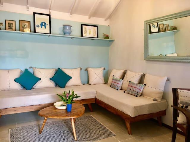 La Maison Bleue Serenity Beach - 1 to 4 guests