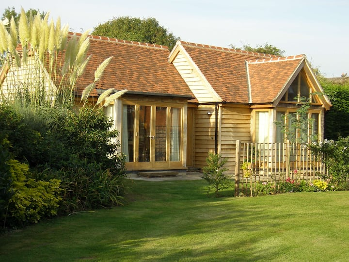 Lovely Spacious Contemporary 1 bedroom Lodge .