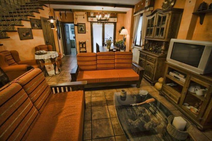 Casa Rural   Valladolid- Salamanca - Pollos - Haus