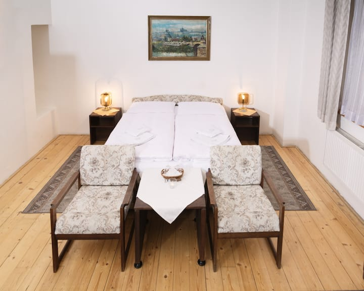 Retro Pokoj se dvěma pokoji blízko Karlova mostu