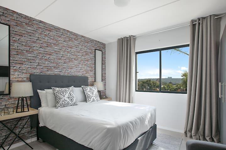 Contemporary Sandton Studio Apartment (B018)