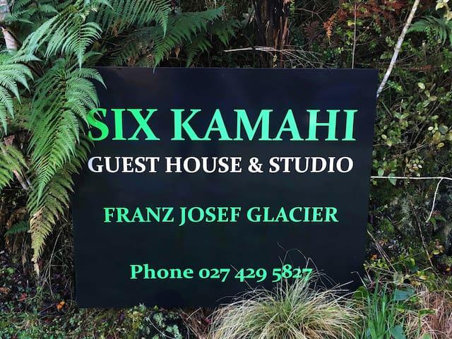 Six Kamahi Guest House & Studio unit - Town Centre