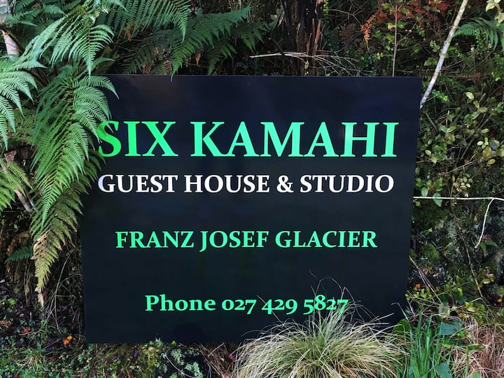 Six Kamahi Guest House & Studio Unit - Sleeps 12