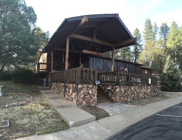 Wooden Nickel 5 Bed 4 Ba. Lodge. Info listing Only